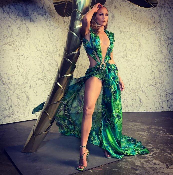 Musica Internazionale, Moda. Jennifer Lopez incanta Milano sfilando di nuovo con il mitico Jungle Dress di Versace