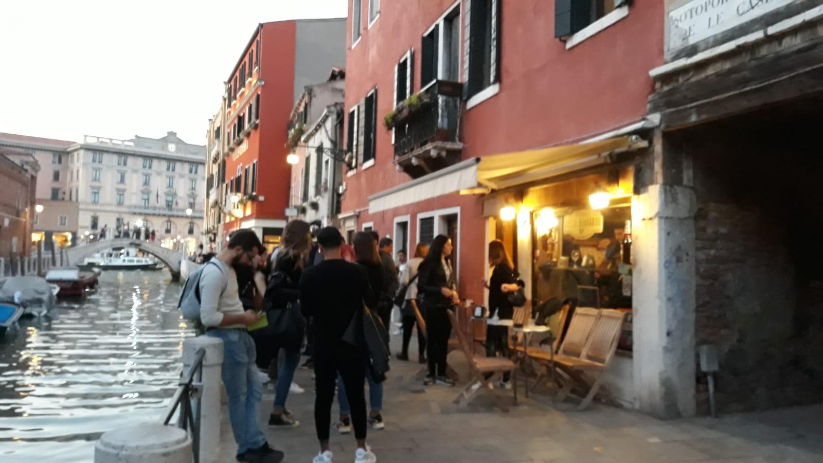 """Food, L'ITALIA DA GUSTARE. Il """"giro dei bacari"""" nella splendida, romantica Venezia nei giorni della Biennale"""
