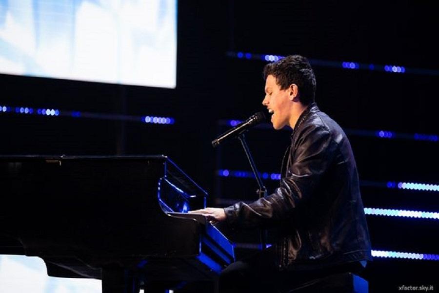 Musica, X Factor 13. Davide Rossi, piano e voce per conquistare Malika Ayane ed il pubblico