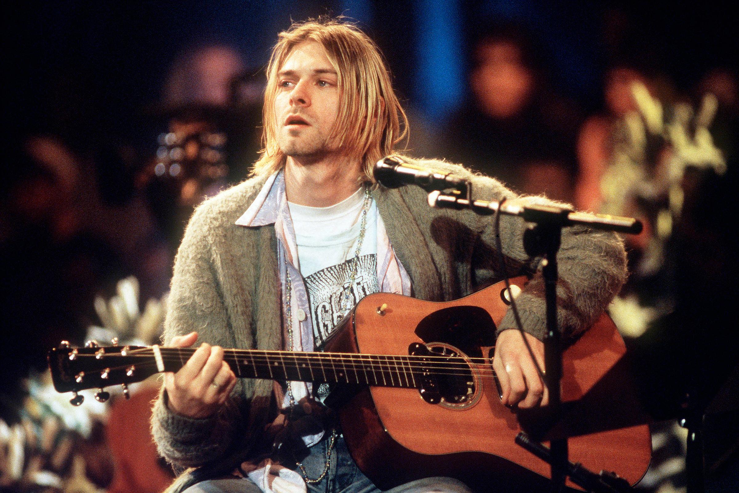 """Moda. Kurt Cobain: di nuovo all'asta il cardigan """"unplugged"""", ultimo vestito di scena"""