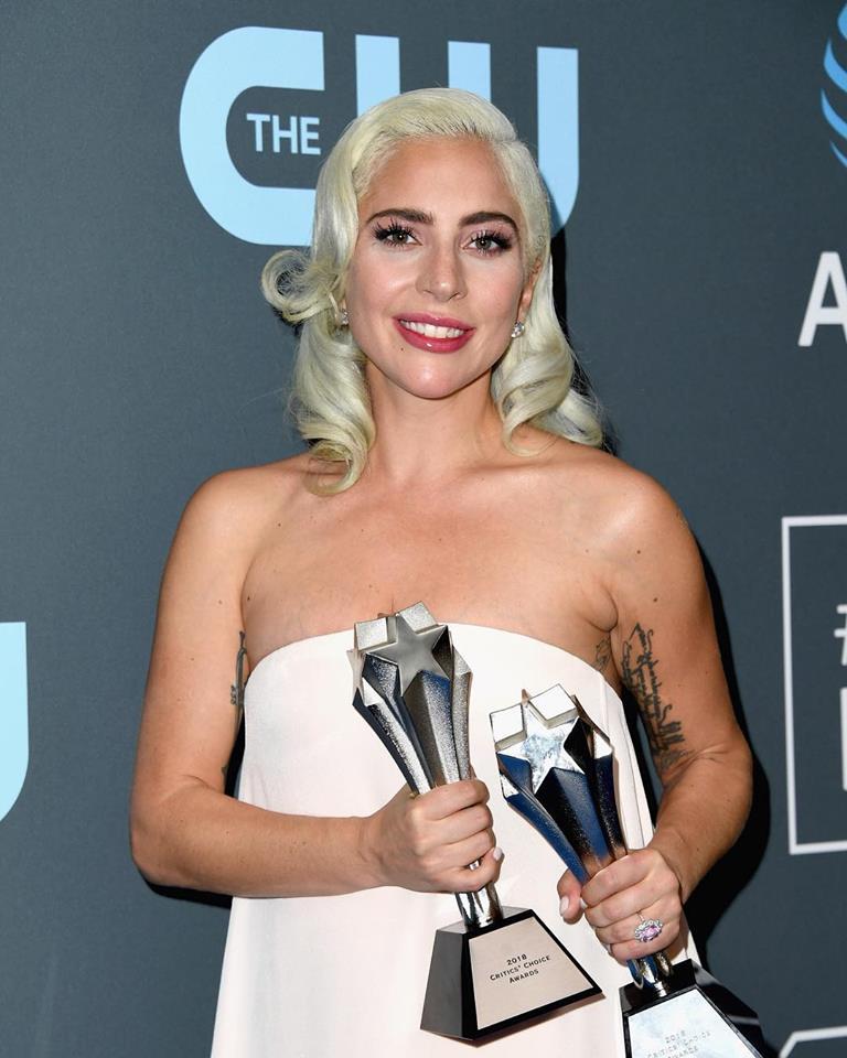 """Musica Internazionale, Vendite. Lady Gaga infinita: """"A star is born"""" infrange il muro dei 6 milioni di copie vendute"""