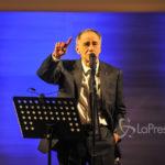 """Musica Italiana, Concerti. """"L'Infinito"""" Roberto Vecchioni riparte, altre nove date da stasera a febbraio"""