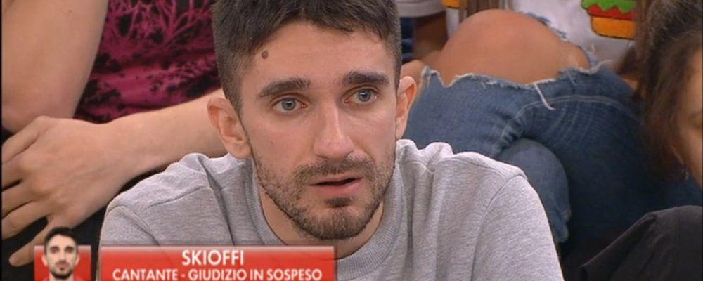 TV, Canale 5. Amici: puntata di sabato 23 Novembre. Skioffi entra a tutti gli effetti nella scuola (e meno male)