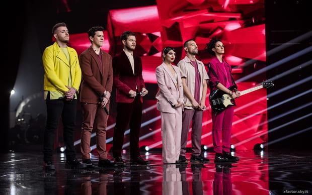 Musica, X Factor 13, 28 novembre. Out Giordana e Nicola. Orchestra boomerang. Emozionano gli X Vincitori Michielin e Anastasio