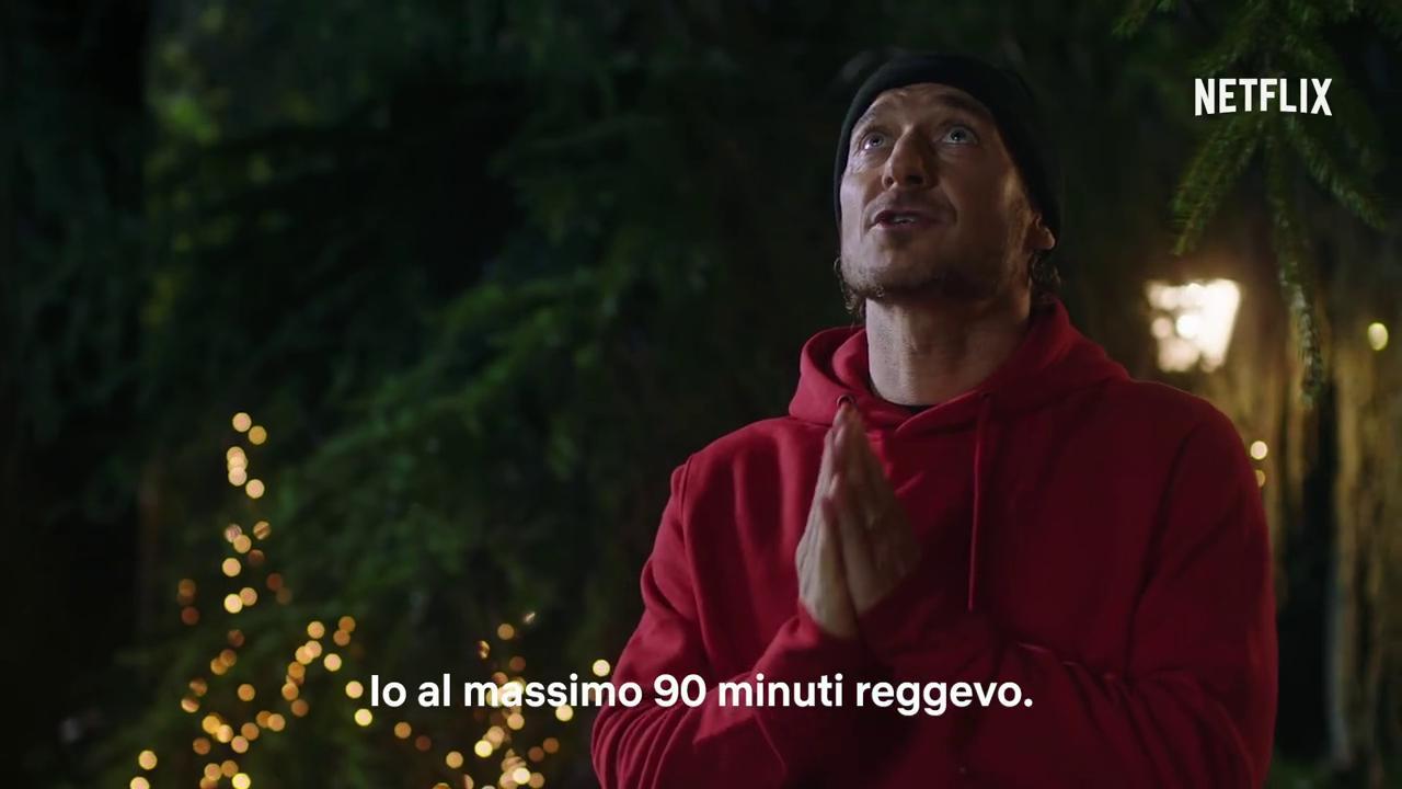 """Tv, Netflix. Totti e """"Spelacchio"""" scrivono la letterina a Babbo Natale in uno spot esilarante per Netflix. VIDEO"""