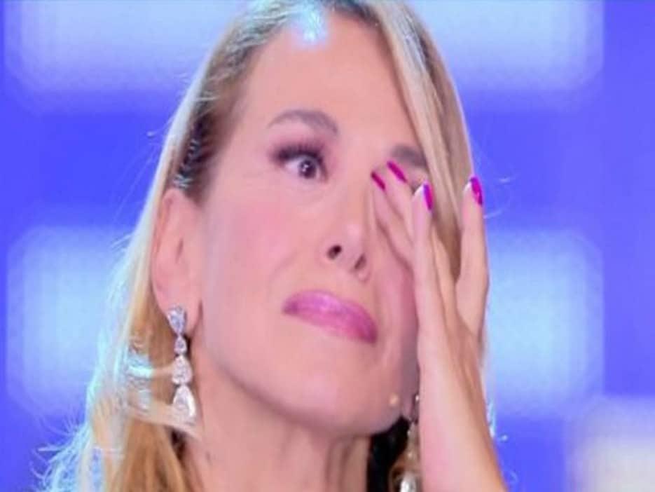 Tv, Canale5. Barbara D'Urso a Pomeriggio 5 crolla in lacrime parlando di genitori e figli. VIDEO