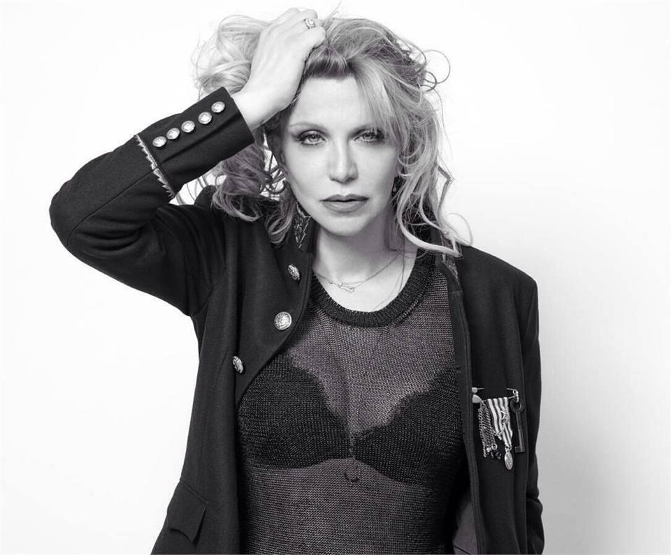 """Musica Internazionale, Nuove Uscite. Courtney Love """"Mother"""" dark per il film """"The Turning"""""""