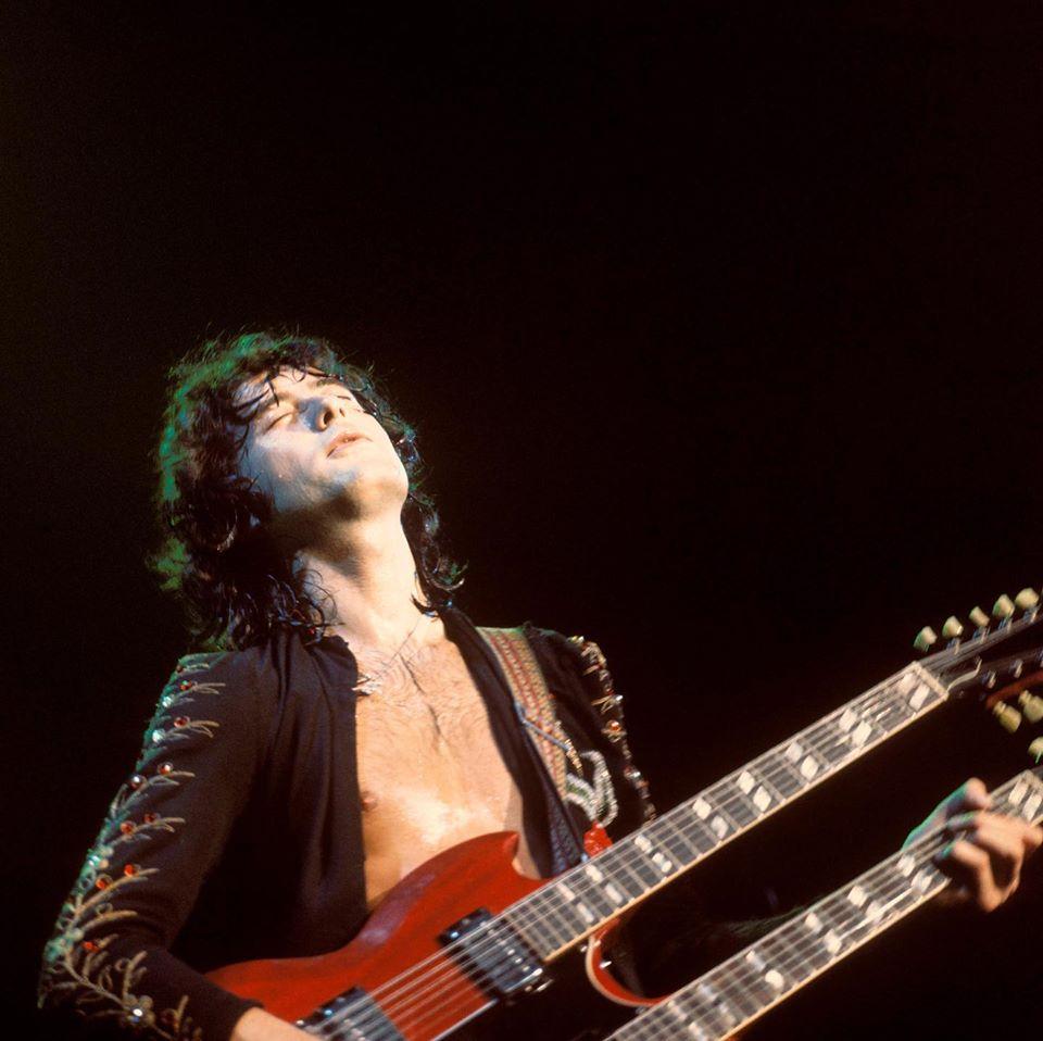 Musica, Libri. Jimmy Page: in arrivo una nuova antologia sul chitarrista dei Led Zeppelin