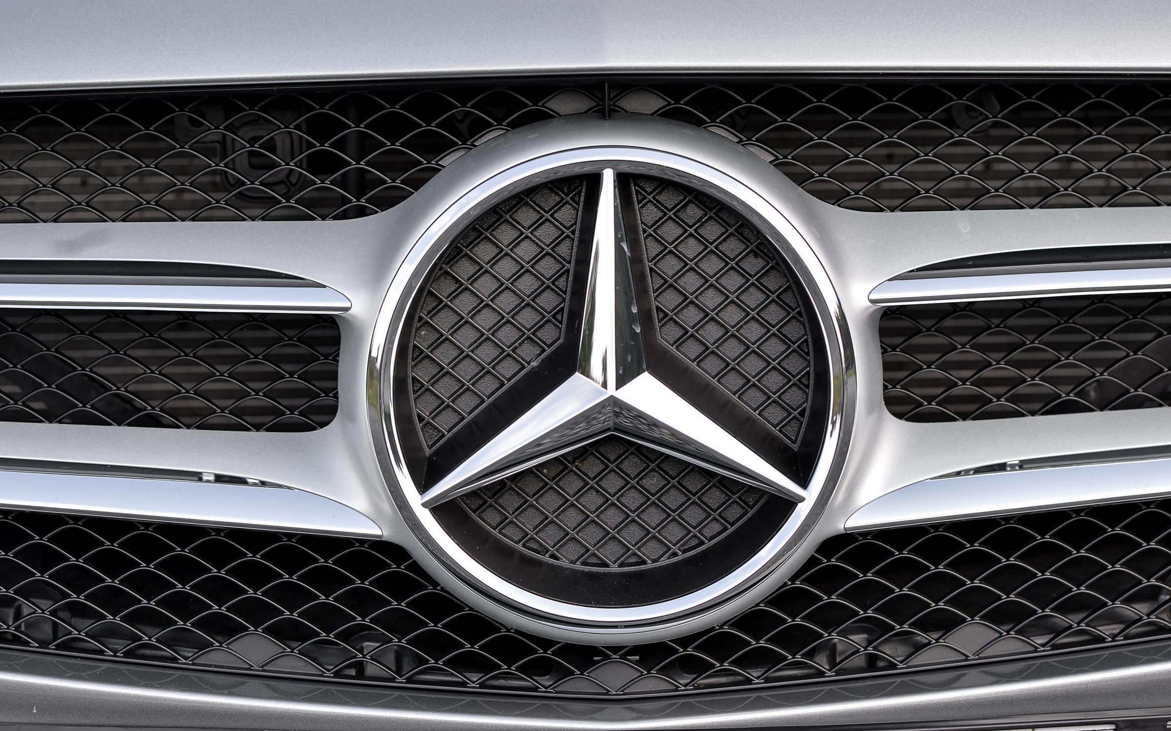 Viaggi, avventure nel Mondo: 26 anni, 177 Paesi e 550 mila miglia, l'incredibile avventura di una coppia tedesca e un Mercedes Classe G.