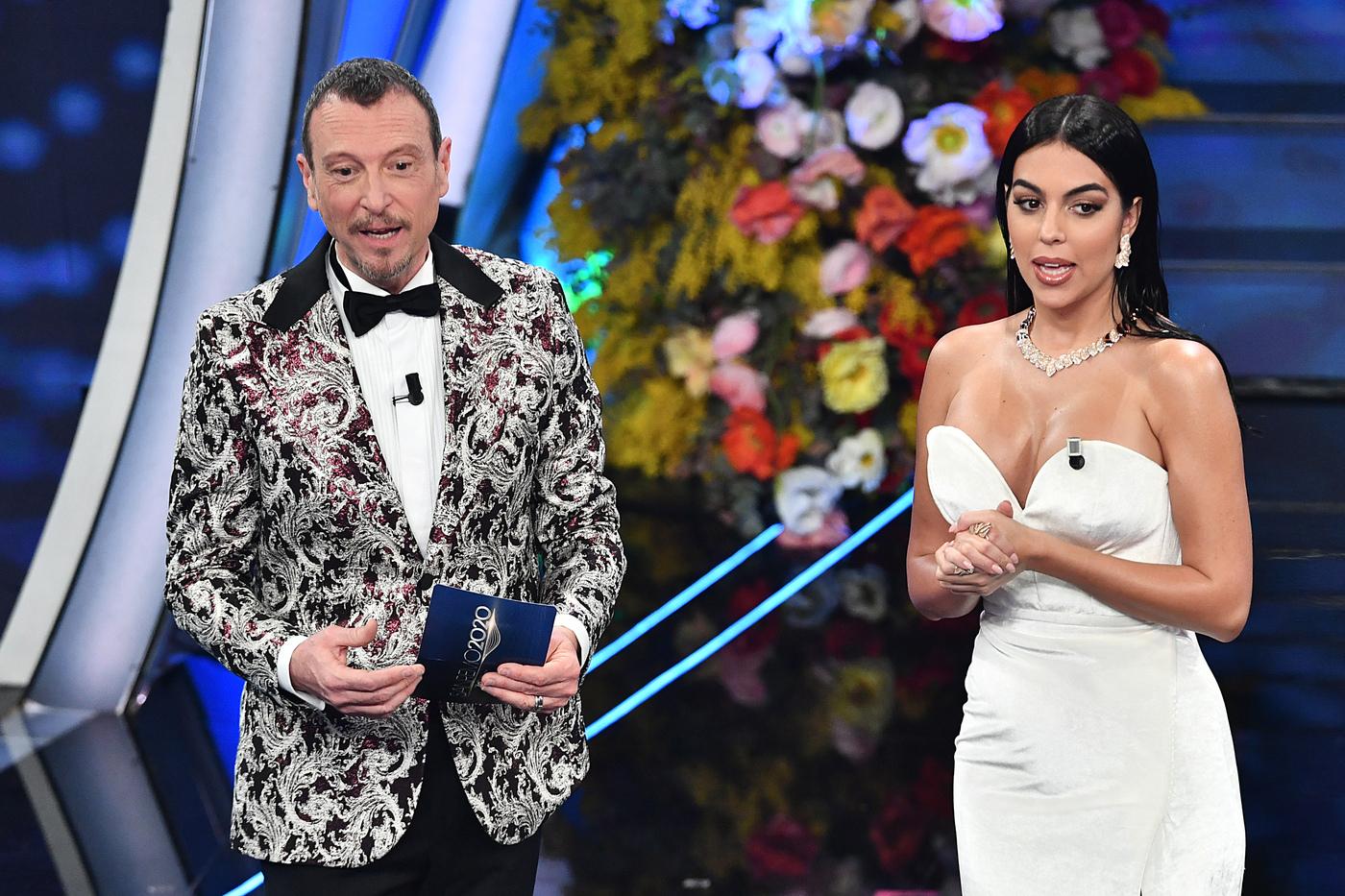 Sanremo 2020. I voti degli outfit della terza serata. Georgina bella, ma non fa goal. E Achille Lauro oltraggia David Bowie