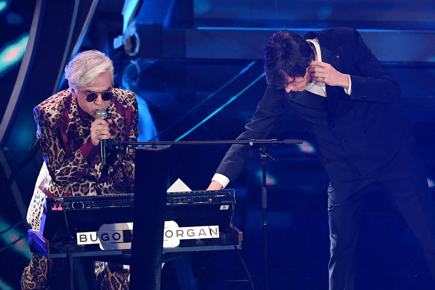 """Accadde oggi: un anno fa Bugo abbandona il palco di Sanremo dopo il """"dissing"""" di Morgan"""