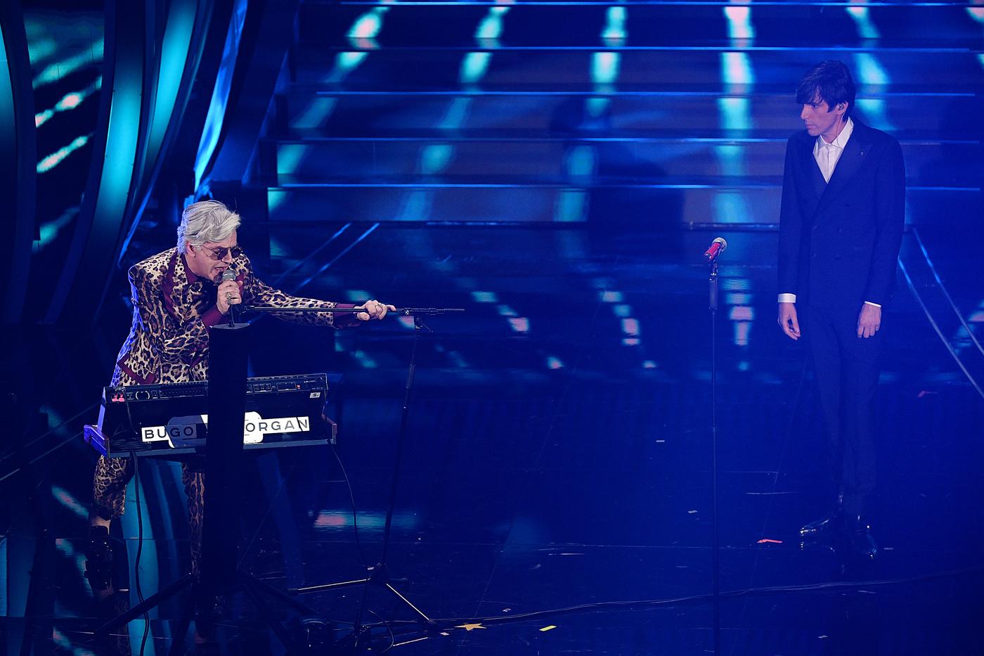 Sanremo 2020, quarta serata giovedì 7 febbraio: dissing fratricida tra Bugo e Morgan, modernità e follia ringiovaniscono  il Festival