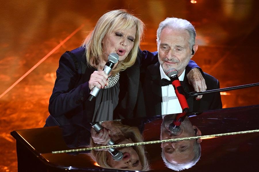 """VIDEO Rita Pavone Sanremo 2020: """"1950"""" con Amedeo Minghi"""
