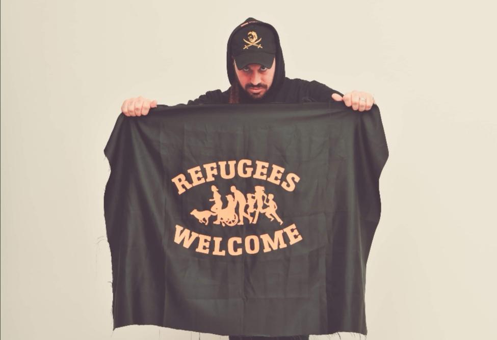"""MEI. Manlio Calafrocampano lancia a Londra il suo nuovo video ufficiale """"Refugees Welcome"""", realizzato in collaborazione con 'O Zulù dei 99 Posse."""