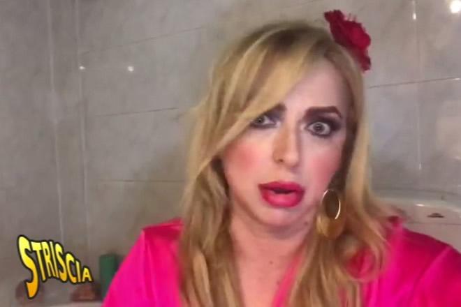 A Striscia la notizia arriva la travolgente simpatia di Chiara Sani nei panni di Valeria Marini