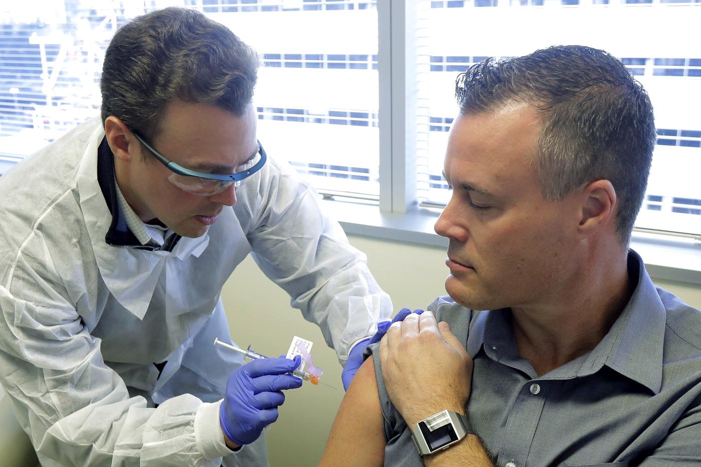 """Vaccino anti-Covid, storico annuncio di Pfizer. """"Il nostro efficace oltre il 90%, entro due mesi pronte 20 milioni di dosi"""""""