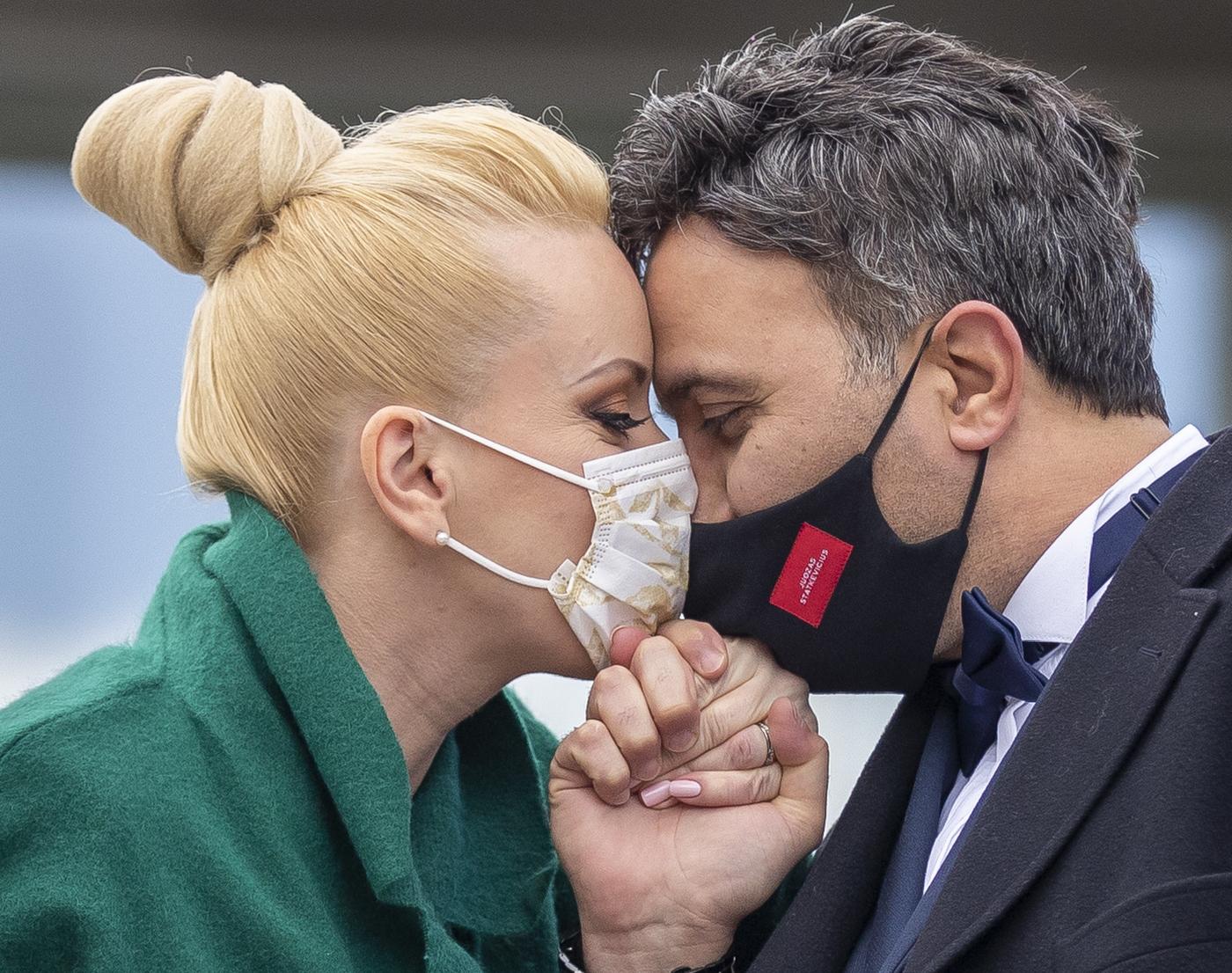 """Coronavirus, Conte ha fatto chiarezza: ecco chi sono i """"congiunti"""" che possiamo andare a trovare dal 4 maggio"""