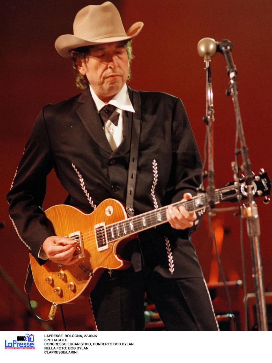 """Bob Dylan raddoppia e ci regala ancora un altro inedito: ecco """"I Contain Multitudes"""""""
