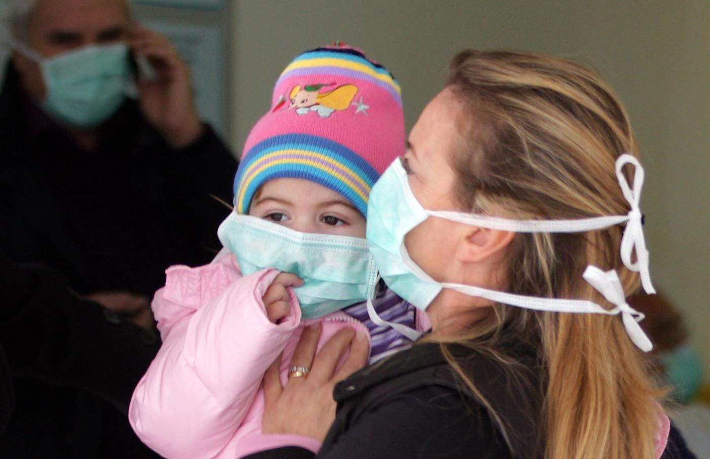 Coronavirus, fase 2: libera uscita anche per i bambini, ma con la mascherina e non in luoghi affollati