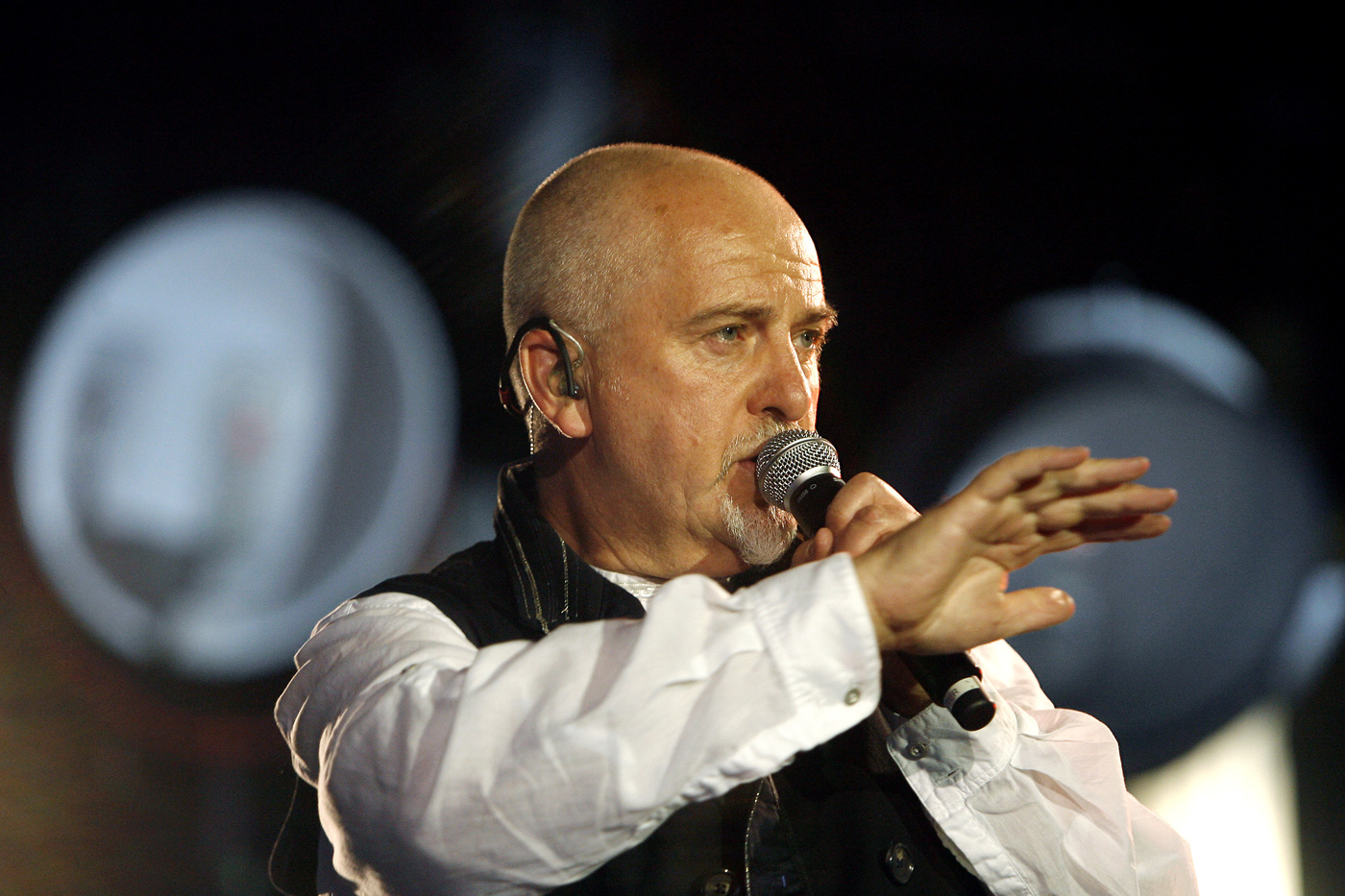 Peter Gabriel mette in rete il concerto a Verona del 2010 per raccogliere fondi per l'Italia