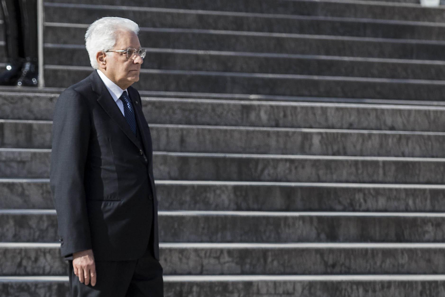 Offese al presidente Mattarella sui social, avviate indagini in tutta Italia