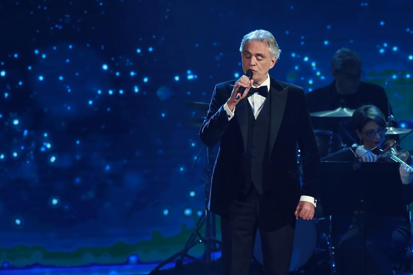 """Andrea Bocelli, grande attesa per il concerto """"senza pubblico"""" di questa sera nel Duomo di Milano"""