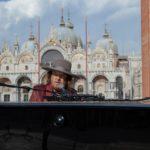 """Zucchero incanta il web con un live """"solo"""" in piazza San Marco a Venezia (VIDEO)"""