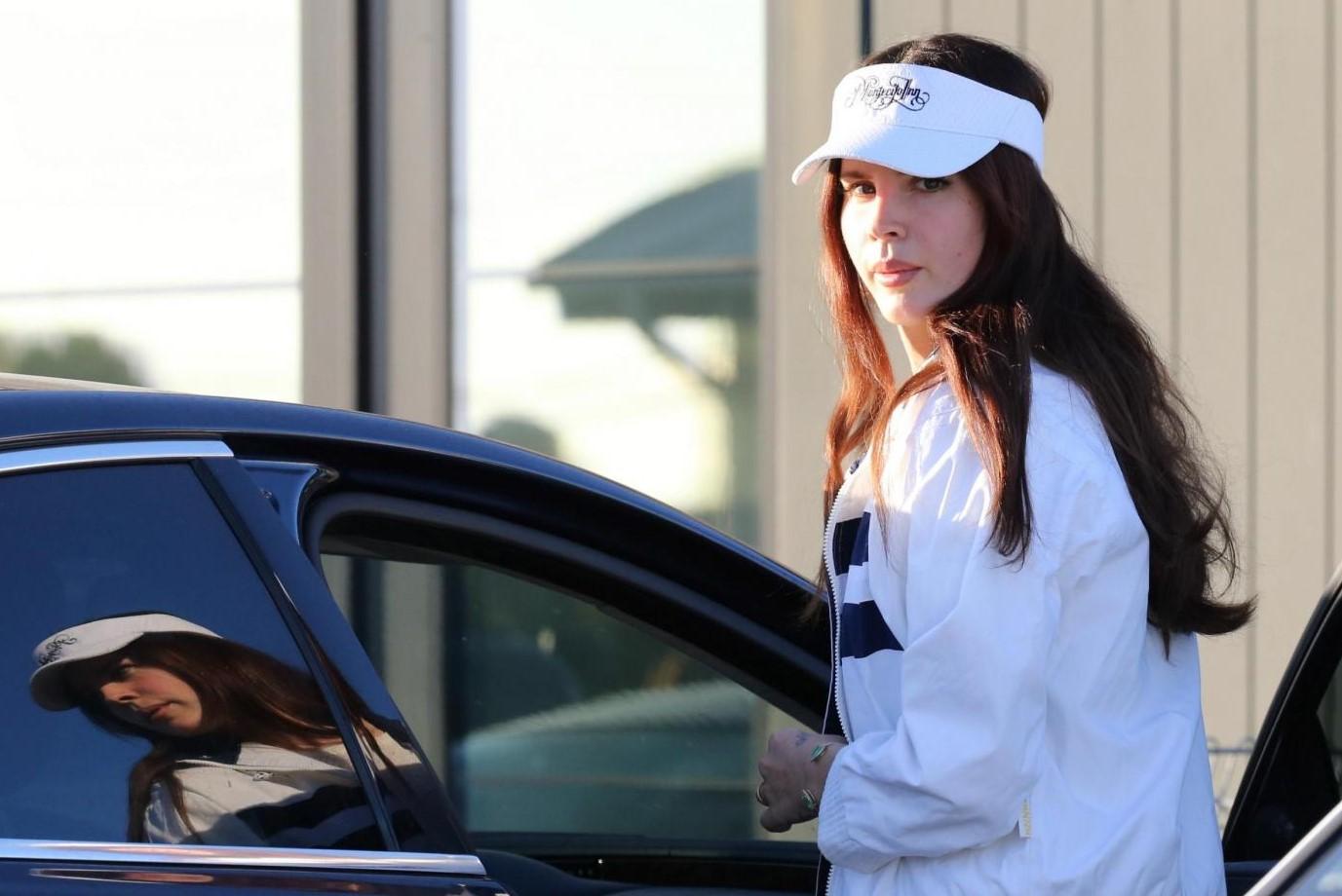 Lana Del Rey accusata di razzismo per un post: scintille sui social