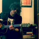 "Screenshot de Lefrasiincompiutedielena durante la performance a ""L'Italia in una stanza"""