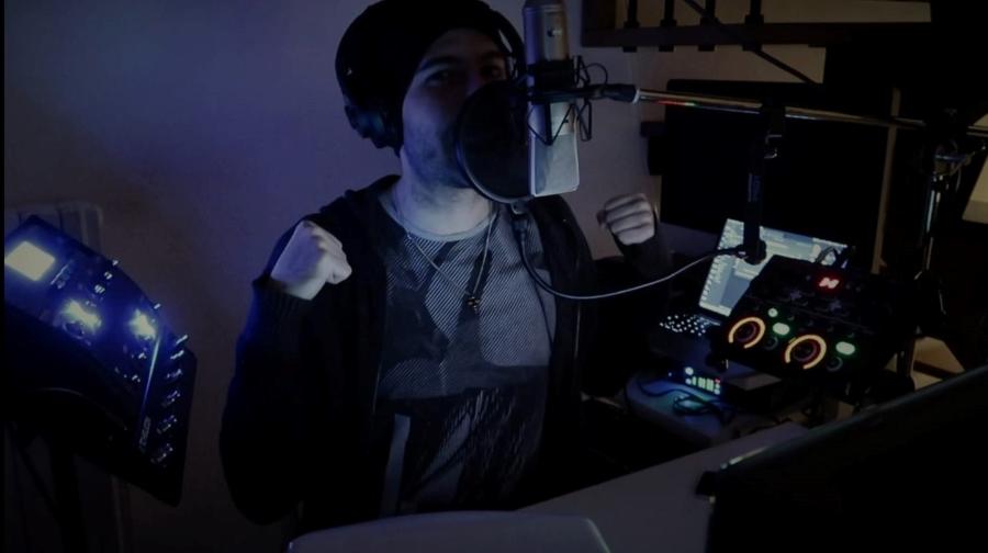 """Peligro e """"La parte migliore"""" del rap. Riviviamo la performance a """"L'Italia in una stanza"""" – VIDEO"""