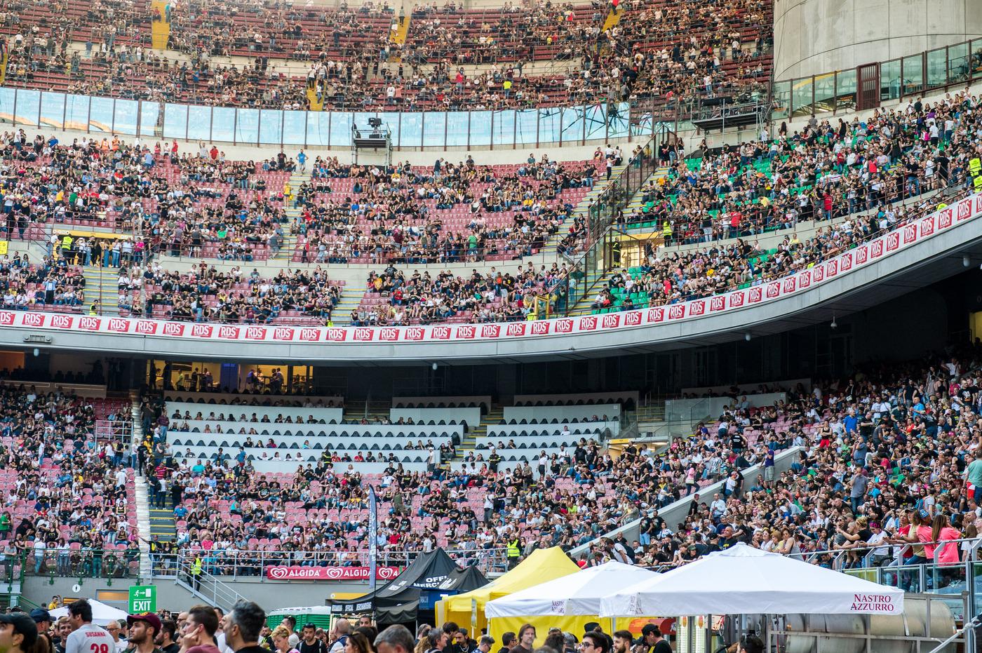 """""""Stadi aperti a luglio? Possibile"""". Il virologo Pregliasco riporta gli spettatori in tribuna"""