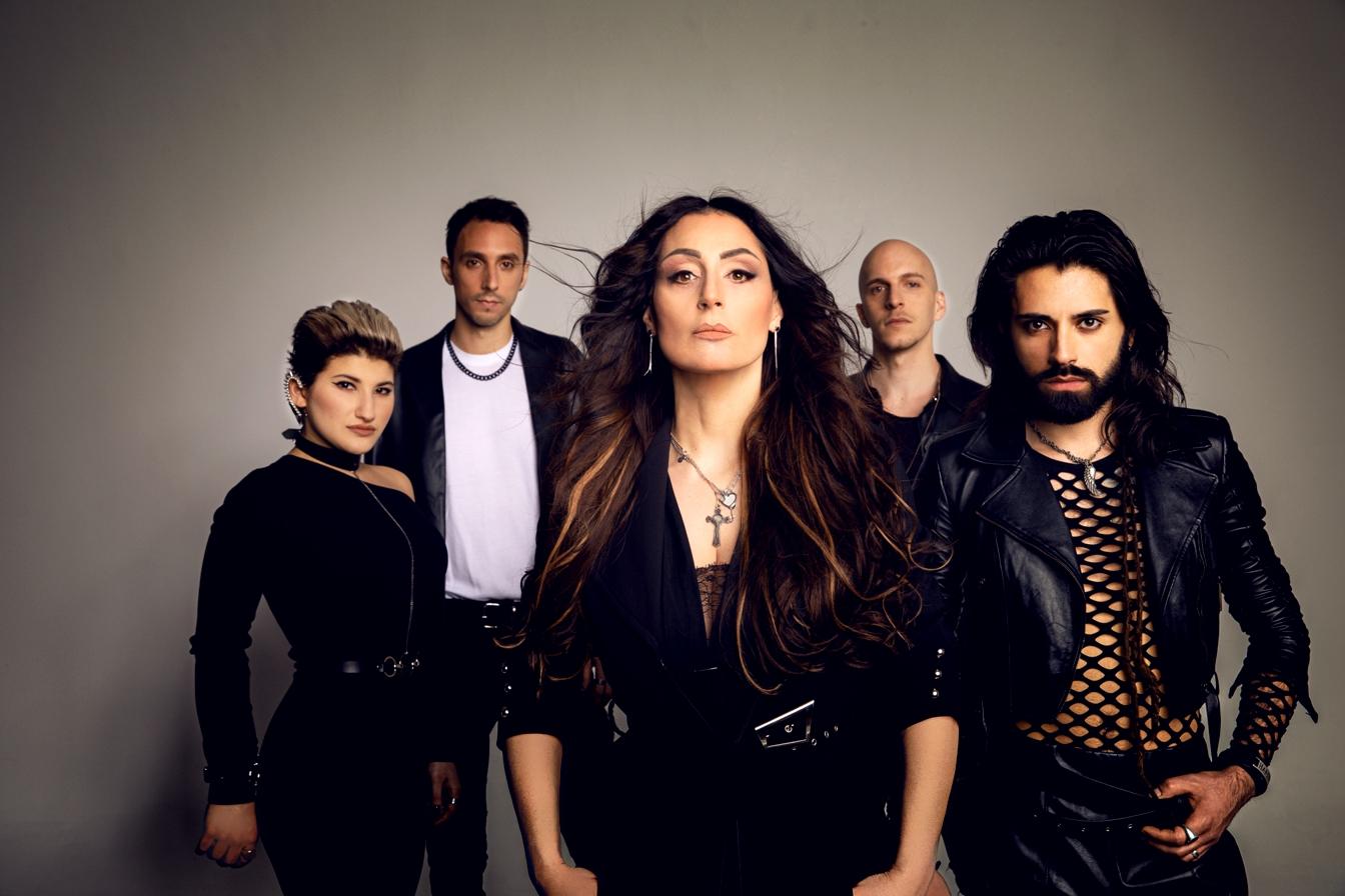 """Roberta Faccani in stile rock con gli Hania per """"Cuori in confusione"""""""