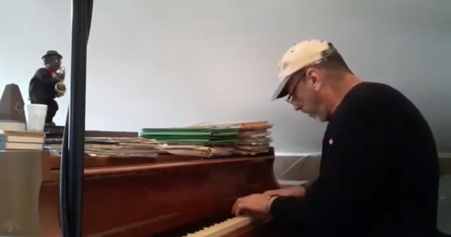 """Dado Moroni e la selezione jazz dedicata a Van Heusen e al figlio Oscar. Riviviamo la performance a """"L'Italia in una stanza"""" – VIDEO"""