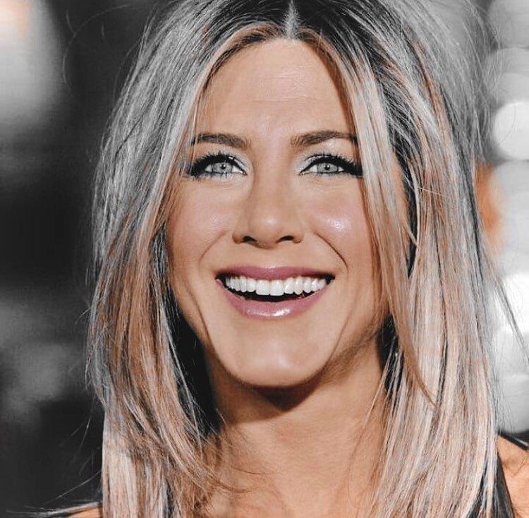 "Jennifer Aniston contro Meghan Markle: ""Stai lontana da Brad Pitt"""