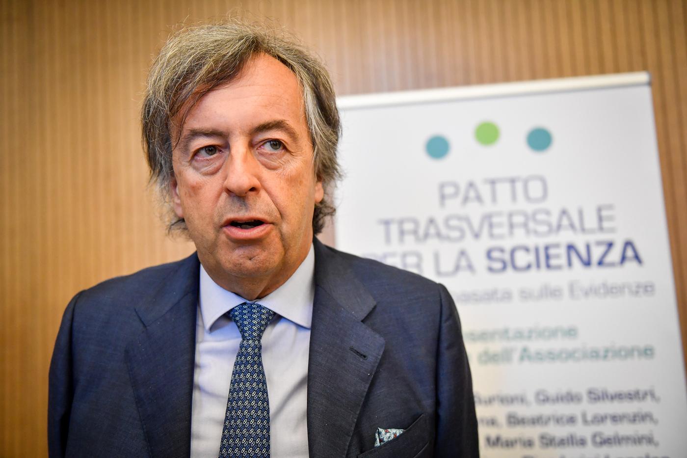 Il business dei virologi in tv: compensi da capogiro per Burioni e Capua