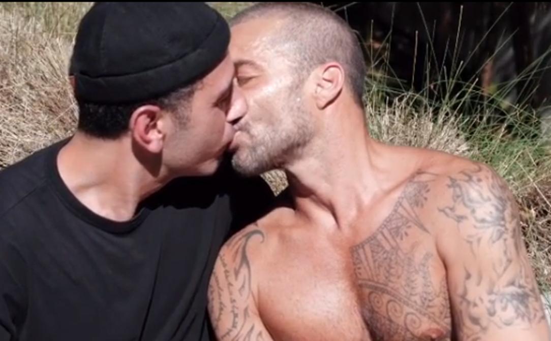 """Ricky Martin si difende dagli insulti omofobi: """"Non mi fate più paura. A chi soffre dico che non sei solo"""""""