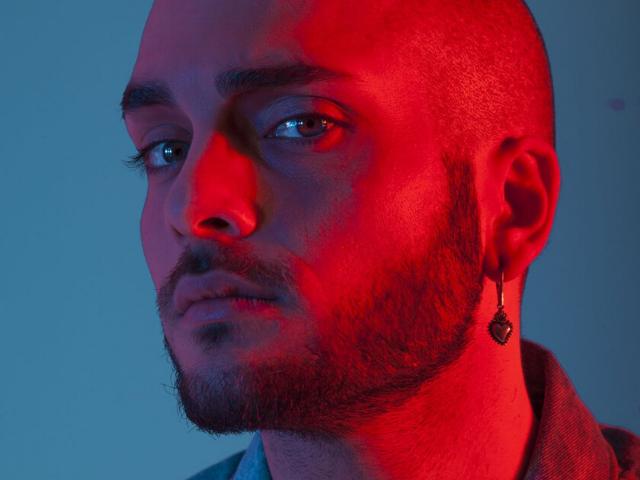 """Tony Maiello diventa Majello e lancia il singolo 'Non fa mai male': """"Darò libertà d'espressione all'altra parte di me"""""""