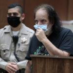 Il mito dell'hard Ron Jeremy rischia 90 anni di carcere. Accusato di stupro da tre donne