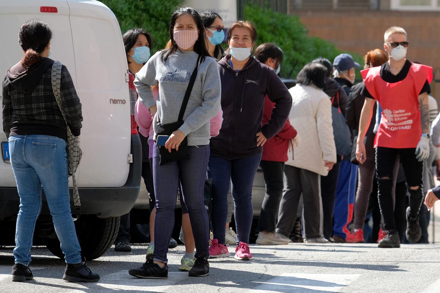 """Coronavirus, l'allarme della Caritas: """"A causa della pandemia in aumento i nuovi poveri"""""""