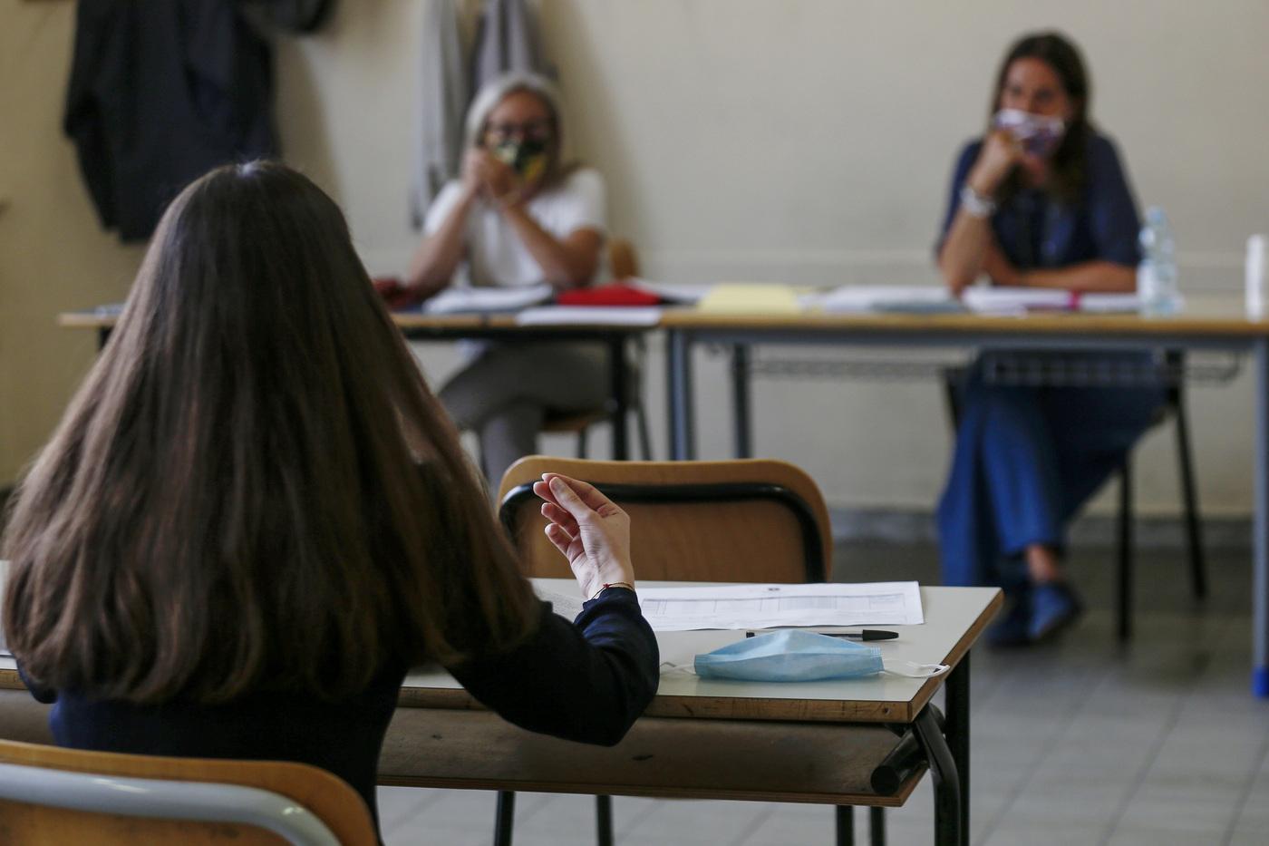 """Scuola, le nuove linee guida del Cts: """"In classe senza mascherine, ma obbligo di distanziamento"""""""