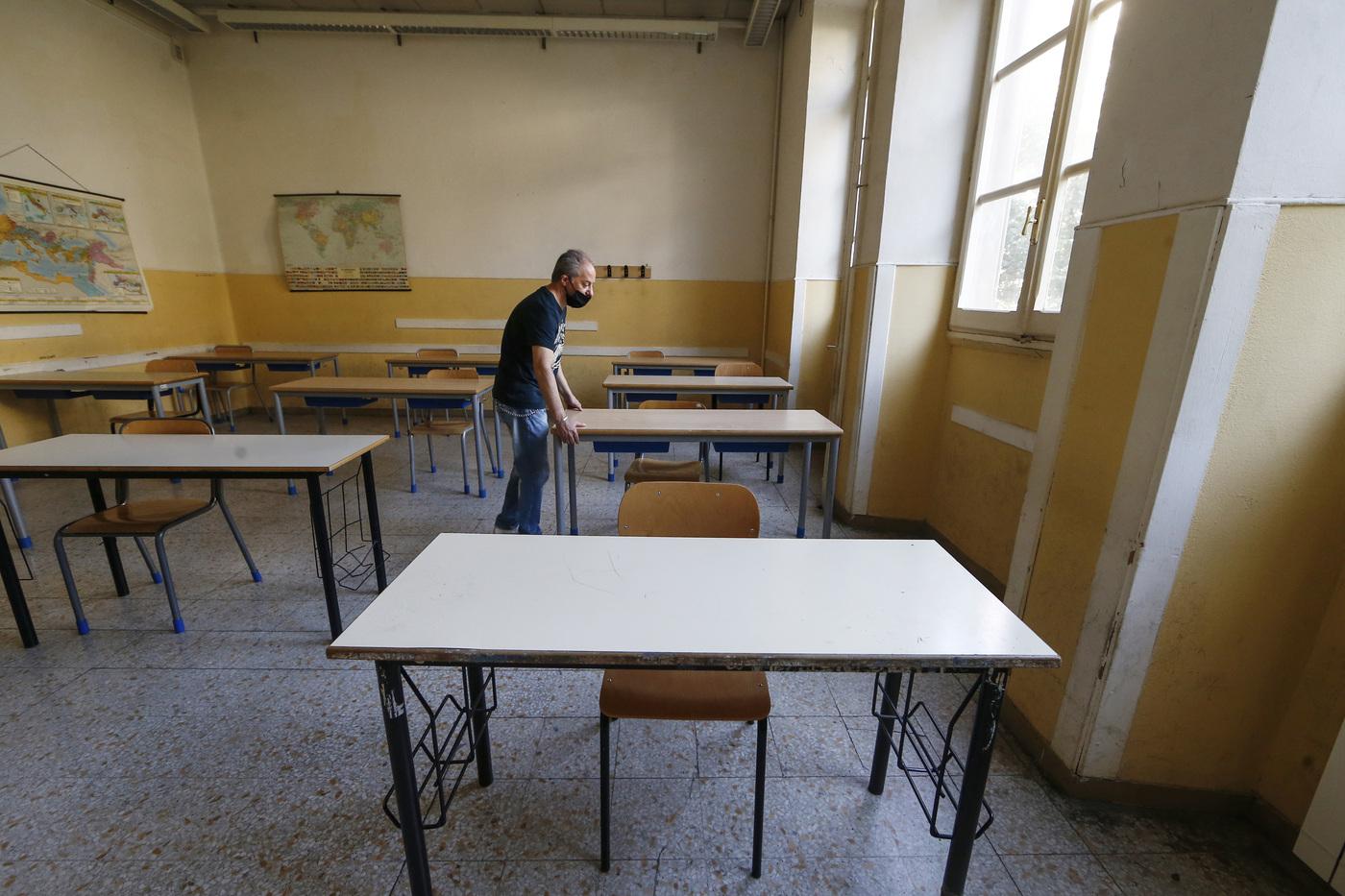 Scuola, la variante inglese del Covid rischia di far saltare il rientro in aula il 7 gennaio