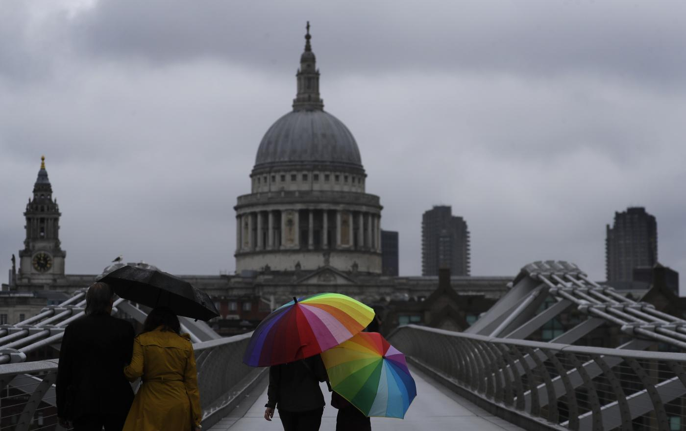 Il debito pubblico del Regno Unito sale a 2mila miliardi e supera il 100% del Pil