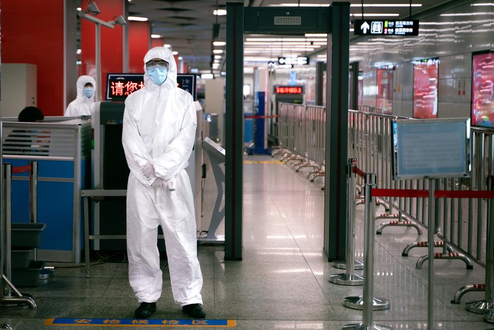 """Coronavirus, in aeroporto test rapidi per i turisti in rientro dai """"Paesi a rischio"""""""