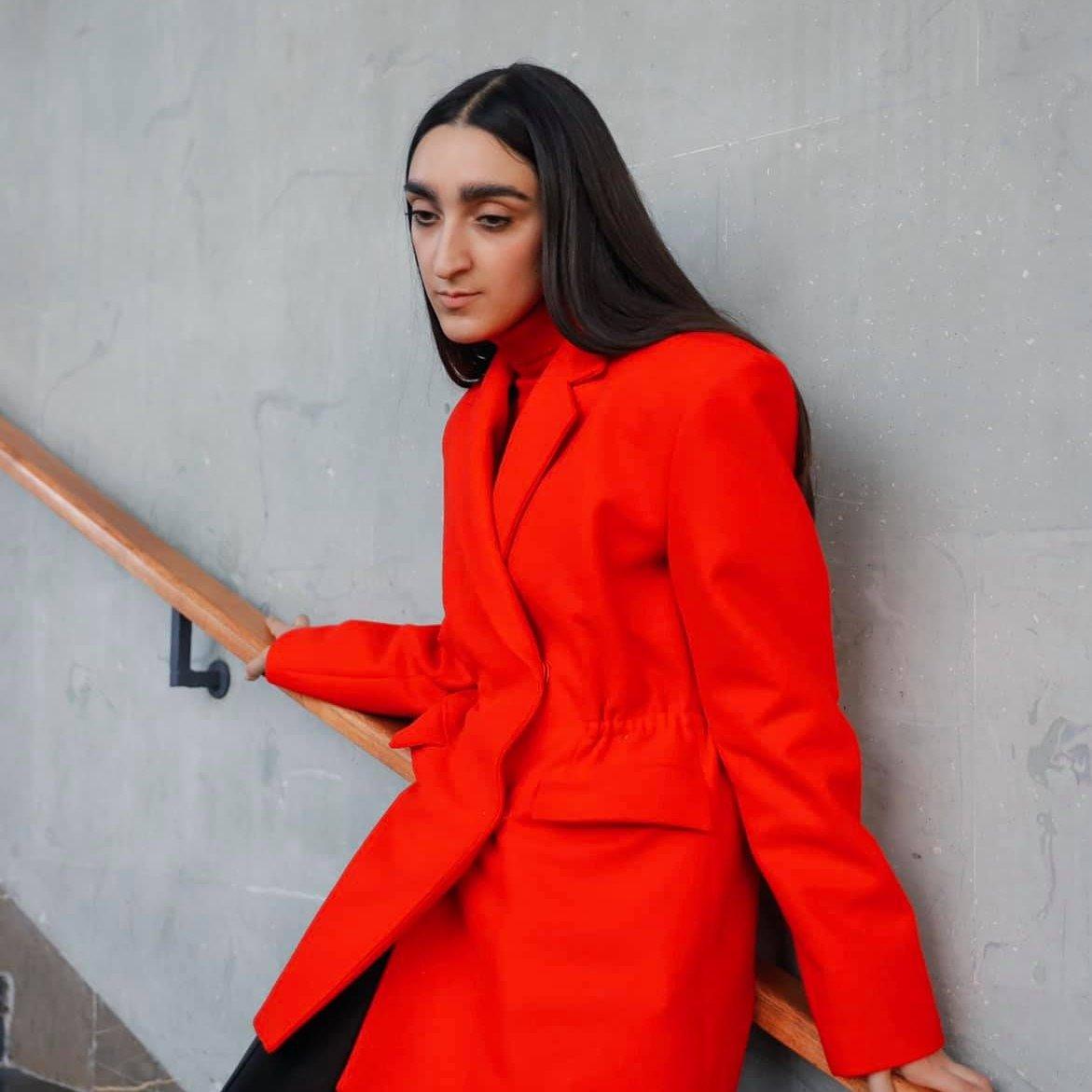 Tutti pazzi per Armine, la modella armena di Gucci dalla bellezza non convenzionale