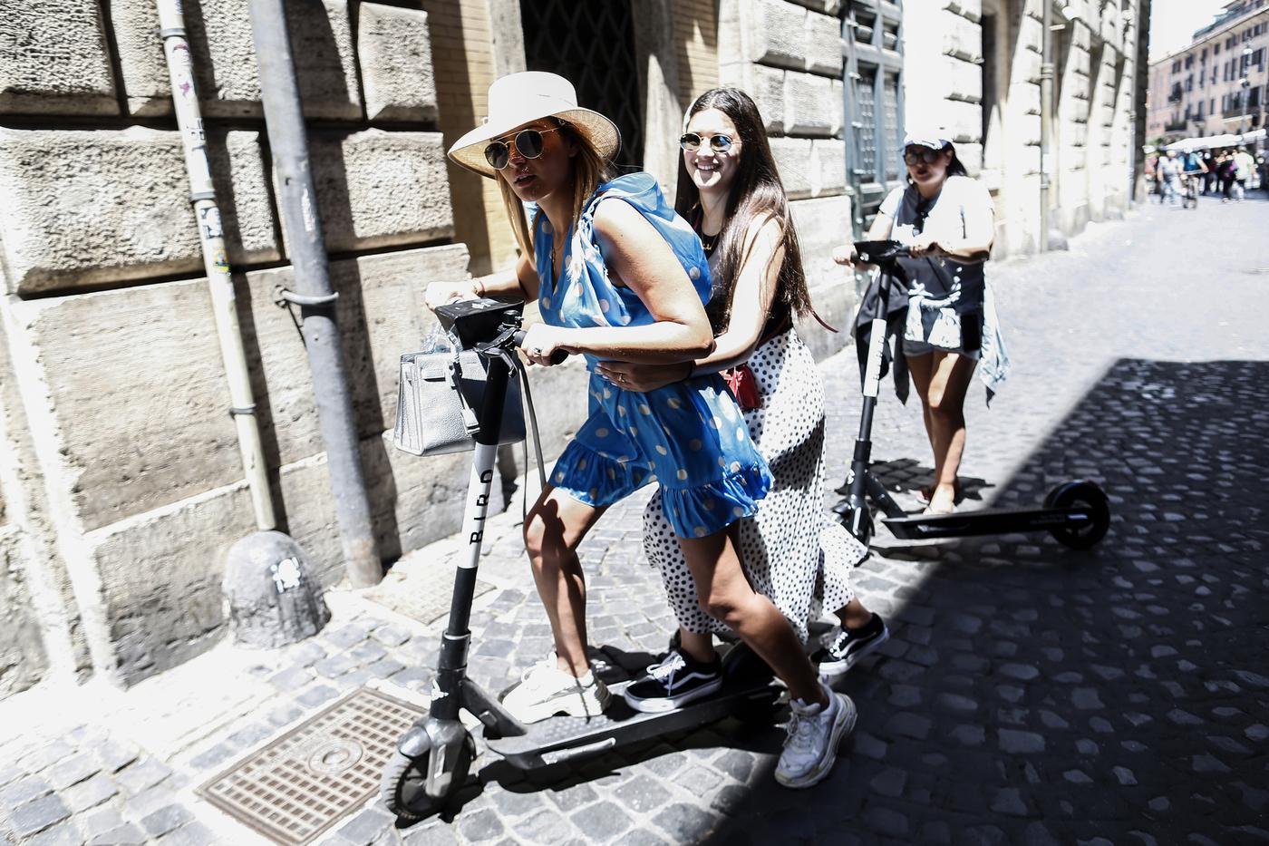 Monopattini e bici elettriche, dal 4 novembre via al 'bonus mobilità'