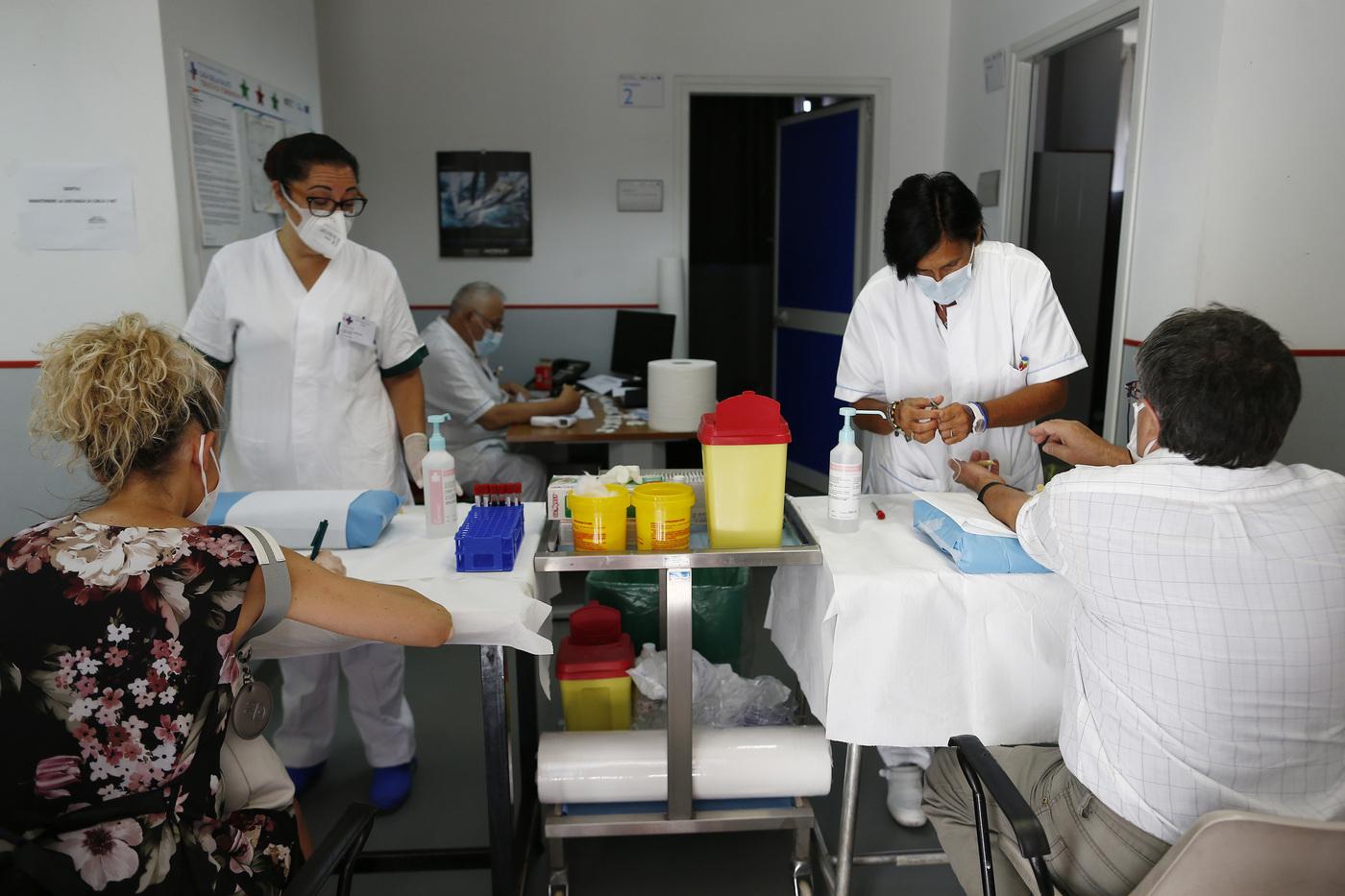 Scuola, in Emilia-Romagna effettuati più di 25.000 test sierologici su docenti e operatori: solo due le positività confermate dal tampone
