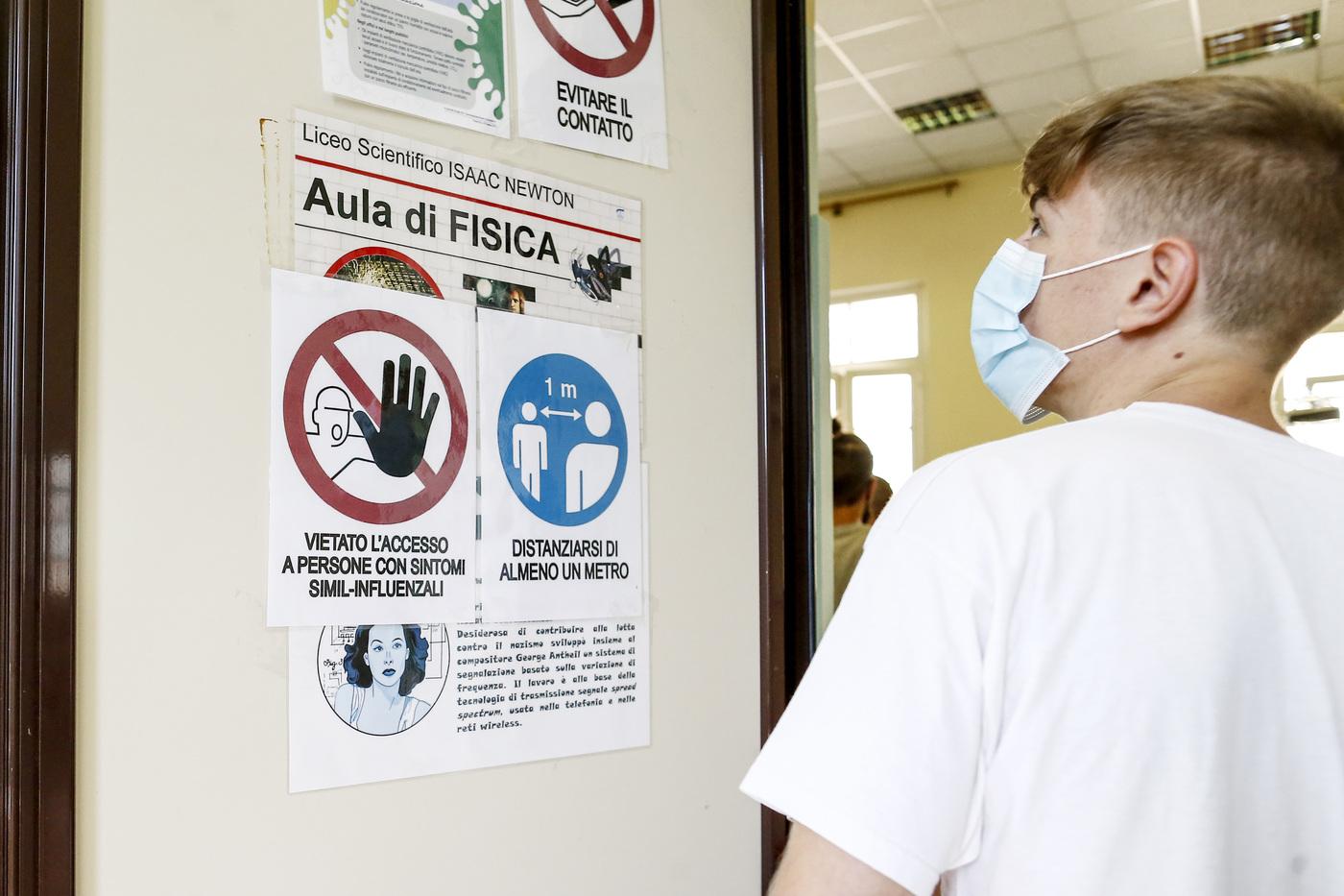 Coronavirus, quasi 400 scuole registrano già almeno un caso positivo