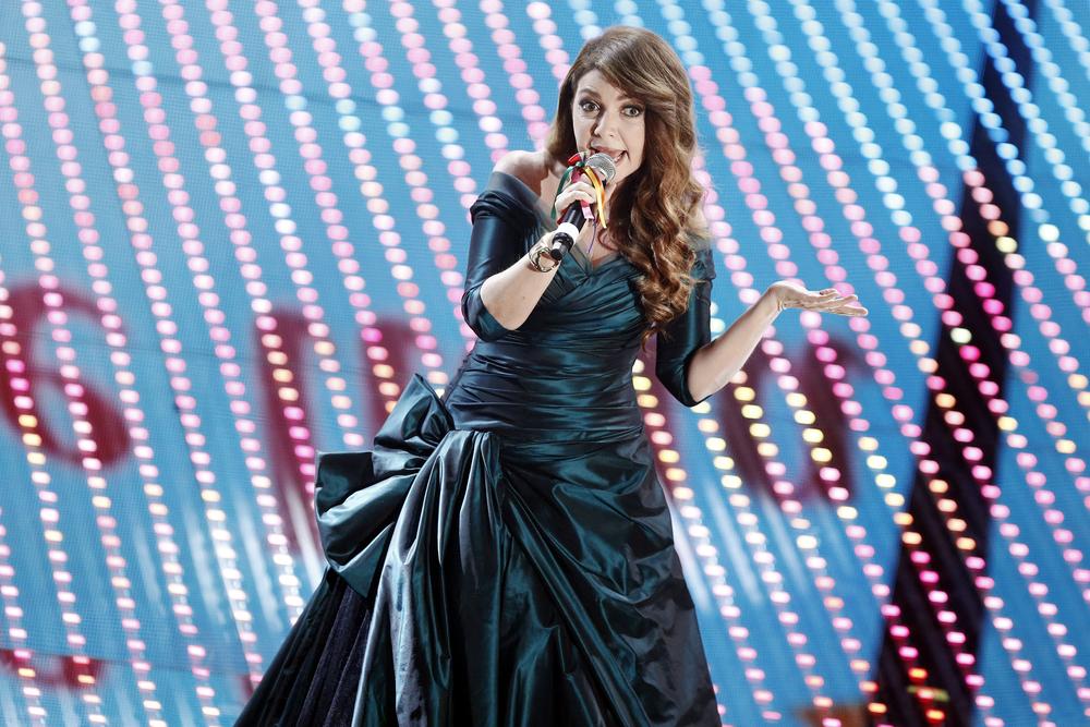 Cristina D'Avena, la cantante in versione pin-up fa impazzire i fan (FOTO)