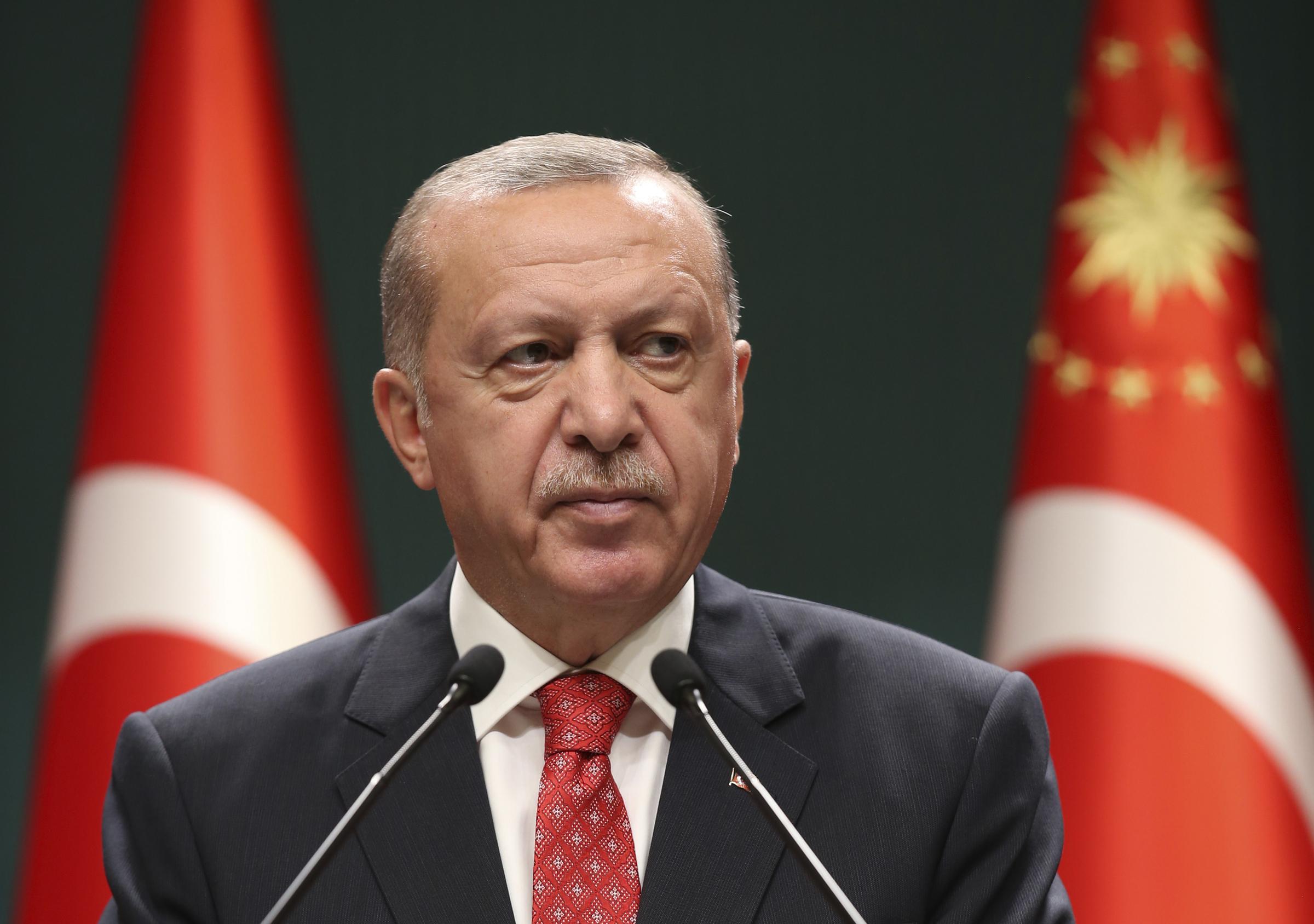 """Scontro Erdogan-Macron: """"Difendere il Profeta è questione d'onore"""""""