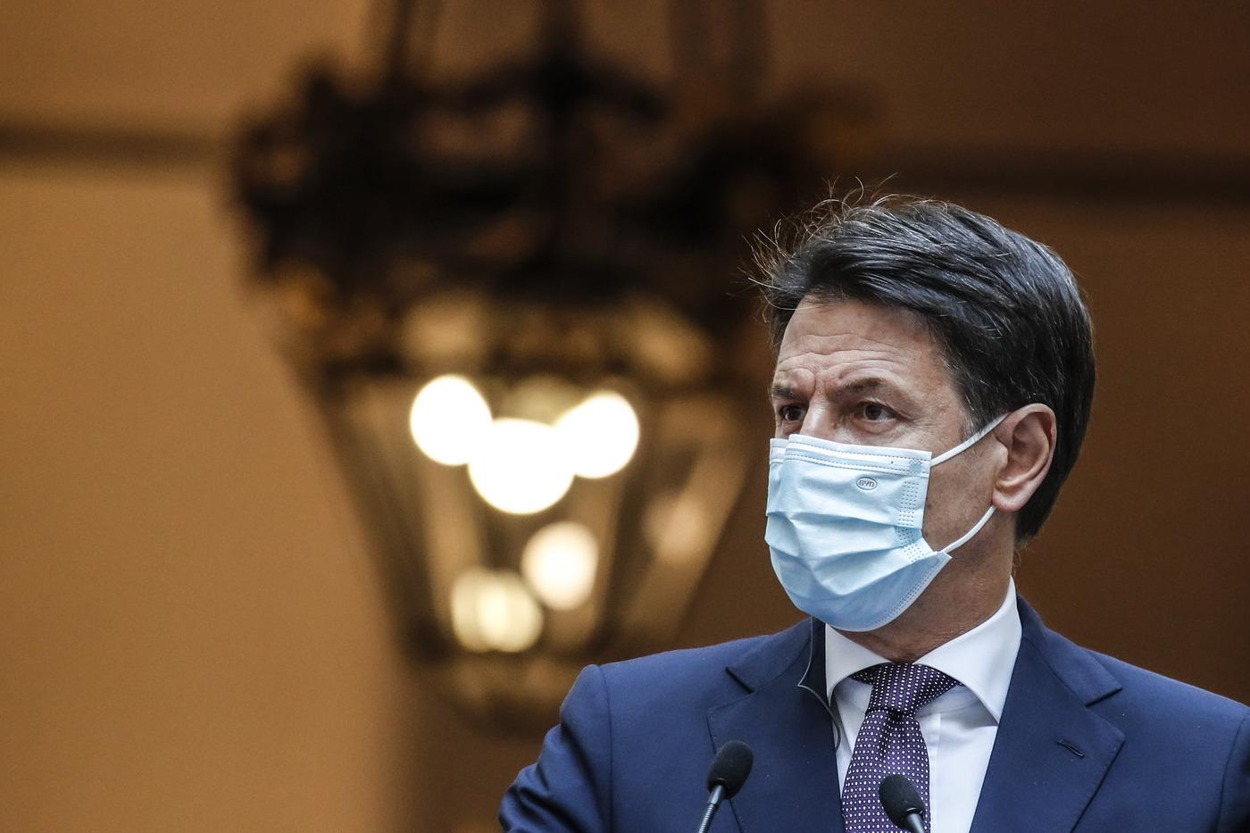 """Decreto Ristori, Conte : """"In due settimane arriveranno i bonifici sui conti correnti"""""""